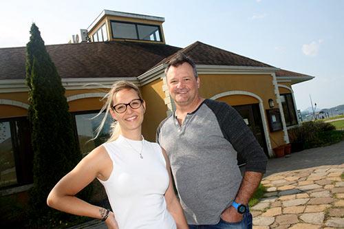 Éric Graveson et Marie-Claude Lemieux propriétaires du Pub le Chalet